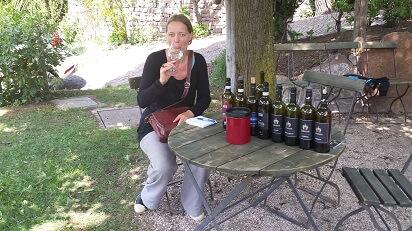 wijn proevend bij de wijnmaker Loacker Trentino