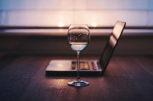 Met je laptop op schoot wijn proeven en meer leren over Italiaanse wijn